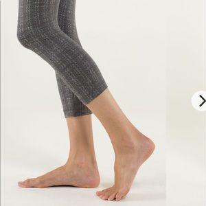 lululemon athletica Pants & Jumpsuits - Lululemon Wunder under crops